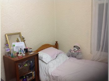 EasyRoommate UK - Room available immediately female only - Feltham, London - £450