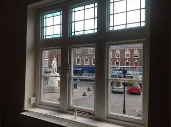 EasyRoommate UK - Lovely 2-bed flat overlooks Wantage Market Place! - Wantage, Wantage - £399