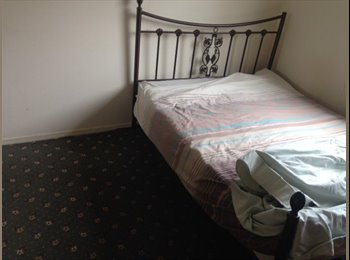 EasyRoommate UK - One Double bedrooms close to luton airport - Stopsley, Luton - £425