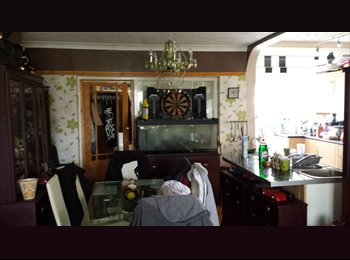 EasyRoommate UK - furnished room in clean and tidy house with sky tv ,internet - Bell Green, Coventry - £350
