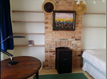 Attractive Flatshare in Charminster - Bournemouth