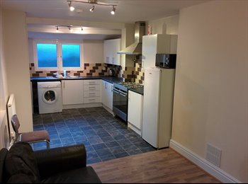 EasyRoommate UK - *** 1 Lovely double bedroom available; near uni ** - St Judes, Plymouth - £385