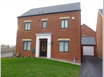 EasyRoommate UK - 2 double bedrooms to let out - Blakenhall, Wolverhampton - £400