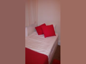 lovely single Room available to rent in Hainault/C