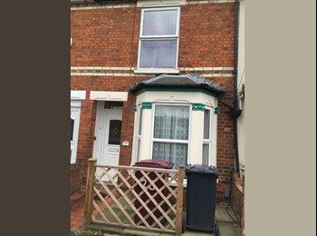EasyRoommate UK - Single room, Caversham in friendly household. - Caversham, Reading - £400