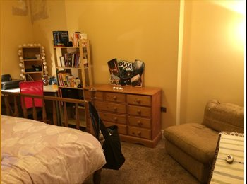 Double Room available in clean, spacious home