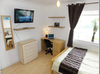 EasyRoommate UK - Clean and Luxury living right in the city centre - Edinburgh Centre, Edinburgh - £400