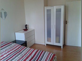 EasyRoommate UK - Double room close to Clapham north station - Stockwell, London - £675