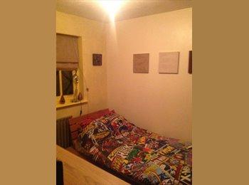 EasyRoommate UK - BROADSTONE LOVELY SINGLE ROOM IN CLEAN MODERN HOME - Broadstone, Poole - £360