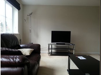 EasyRoommate UK - Two double bedrooms with en-suite - High Wycombe, High Wycombe - £600