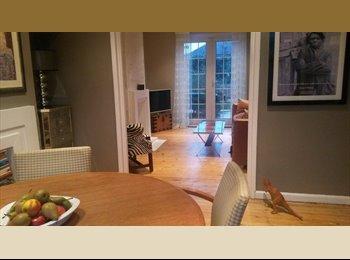 EasyRoommate UK - Lovely room in beautiful home - Morden, London - £600