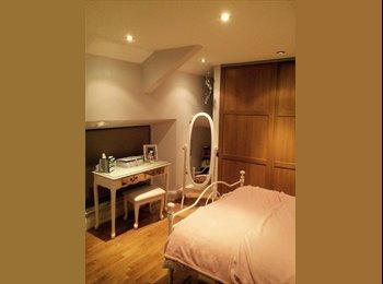 EasyRoommate UK - Large room to rent 90pw  - Babbacombe, Torquay - £390