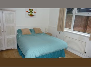 EasyRoommate UK - Double Rooms to Let Bletchley - Bletchley, Milton Keynes - £433