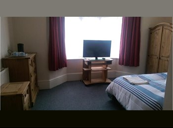 EasyRoommate UK - Ensuite rooms in shared house - St Judes, Plymouth - £390