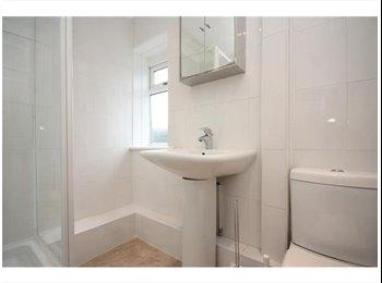 EasyRoommate UK - Recently Refurbished House Wakefield City Centre - Wakefield, Wakefield - £390