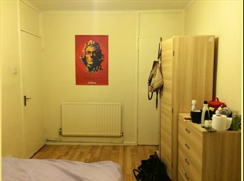 Cosy double bedroom in Mile End
