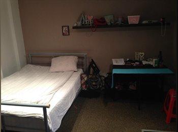 Single room in Camden. 610 pm. Bills included.