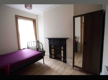 EasyRoommate UK - DOUBLE FURNISHED ROOM, IN TWO BEDROOM HOUSE WITH L - Stockwell, London - £730