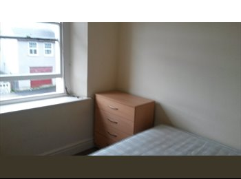 Double Bedroom Available just off Gloucester road