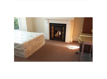 EasyRoommate UK - 5 Bed Professional House in Southsea - Southsea, Portsmouth - £450