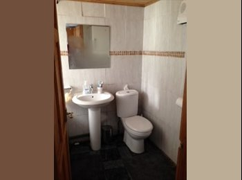 EasyRoommate UK - 4 bed house, 2 rooms available £75 a week. All inc - Preston, Preston - £300
