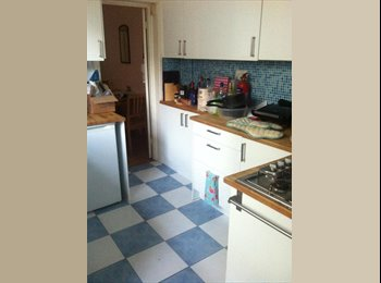 EasyRoommate UK - Large double bedroom near Canterbury town center - Canterbury, Canterbury - £600