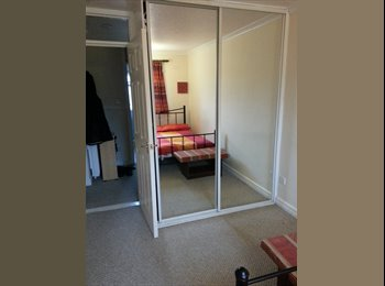 EasyRoommate UK - Double bedroom AVAILABLE NOW - Sighthill, Glasgow - £300