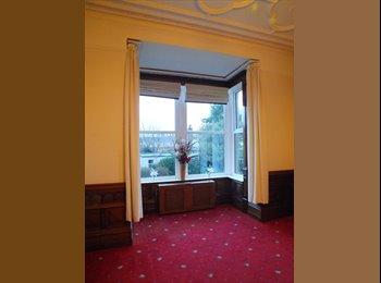 EasyRoommate UK - Large Detached House Walking Distance to Hospital - Skircoat Green, Halifax - £400
