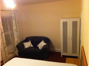 EasyRoommate UK - Newly refurbished rooms available in town centre - Northampton, Northampton - £400