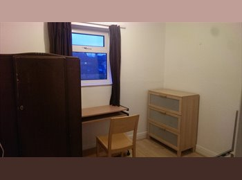 Spare room available in a nice shared house