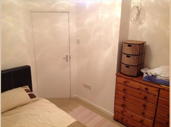 EasyRoommate UK - Double Room in large house - Fratton, Portsmouth - £350
