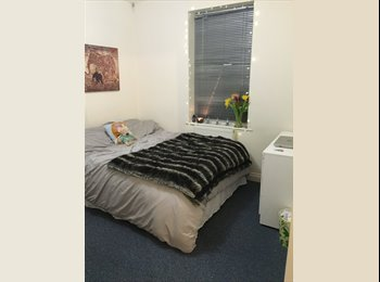 EasyRoommate UK - STUDENT DOUBLE ROOM AVAILABLE - Charminster, Bournemouth - £325