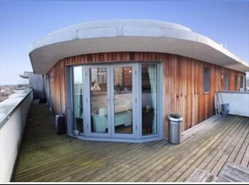 EasyRoommate UK - Penthouse Double Room - Ilford, London - £750