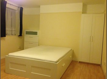 Newly furnished large double room with balcony