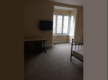 EasyRoommate UK - Large room to rent in Beautiful house - Kingsthorpe, Northampton - £370