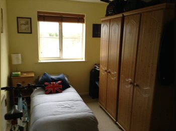 EasyRoommate UK - Quiet part of Maidenbower - Maidenbower, Crawley - £450