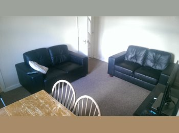 EasyRoommate UK - 2 bedrooms available in a 4 bed house - Horfield, Bristol - £300