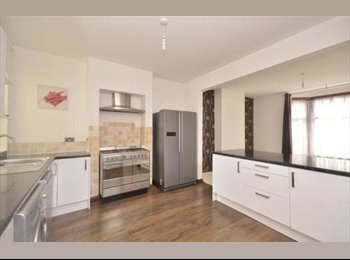 EasyRoommate UK - Young professionals wanted for house share. - Fratton, Portsmouth - £500