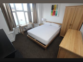 EasyRoommate UK - Lovely double room available to let immediately! - Tilehurst, Reading - £600