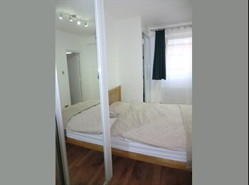 EasyRoommate UK - Large double room, en-suite, kingsize bed - Wapping, London - £1000