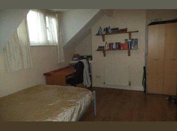 EasyRoommate UK - May/June move in - top floor private bathroom - Kirkstall, Leeds - £250