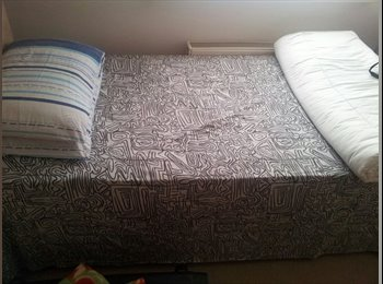 EasyRoommate UK - Lovely room in a 2 bed flat with all amenities - Bassett, Southampton - £450