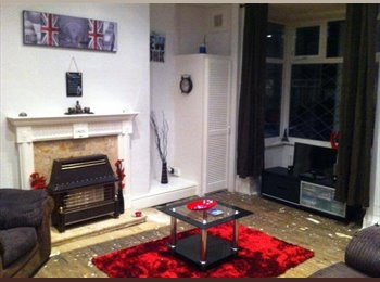 EasyRoommate UK - Newly Decorated and Furnished, £350Pm, No Dep!! - Beeston, Leeds - £350