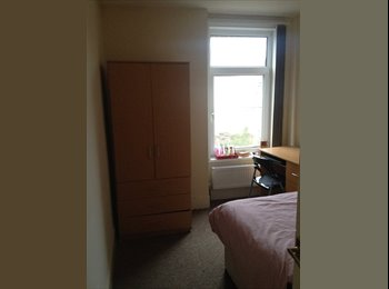 EasyRoommate UK - URGENT: room available in student-house - Southsea, Portsmouth - £377