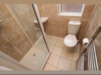 EasyRoommate UK - LOVELY DOUBLE ROOM AVAILABLE ALL BILLS INCLUDED!! - Tilehurst, Reading - £595