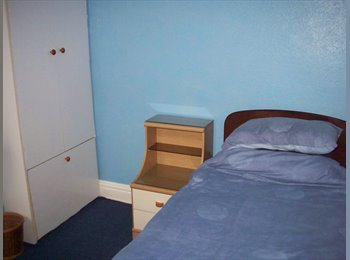 EasyRoommate UK - SINGLE ROOM IN FRIENDLY HOUSE IN GOOD LOCATION - Southsea, Portsmouth - £350