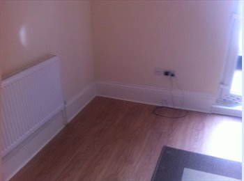EasyRoommate UK - Double rooms for rent in Wood Green - Palmers Green, London - £520