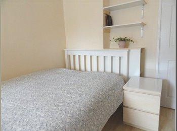 EasyRoommate UK - Amasing single room for female postgraduate studen - Edinburgh Centre, Edinburgh - £560