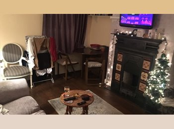 EasyRoommate UK - Lovely furnished double bedroom - incl all bills - Hither Green, London - £500
