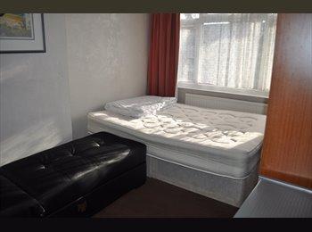 EasyRoommate UK - Nice house in Rainham - Rainham, London - £415